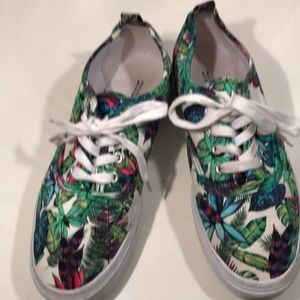 Divided Floral/Tropical Print Platform Sneakers 8